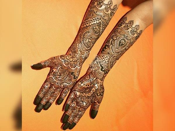 पूर्ण हाथों के लिए 25 उत्कृष्ट दुल्हन मेहंदी डिजाइन