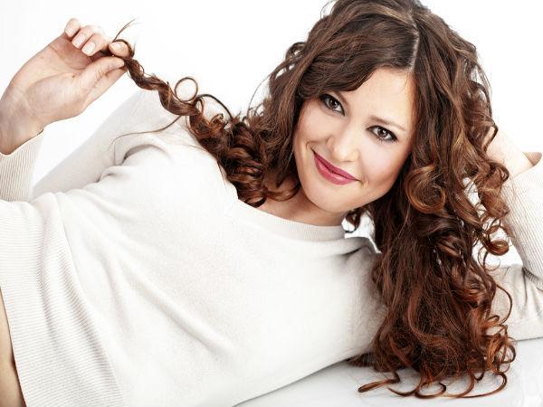 Formas sinxelas de rizar o pelo na casa