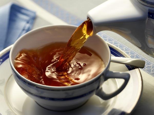 6 incribles aclarados de té que promoven o crecemento do cabelo
