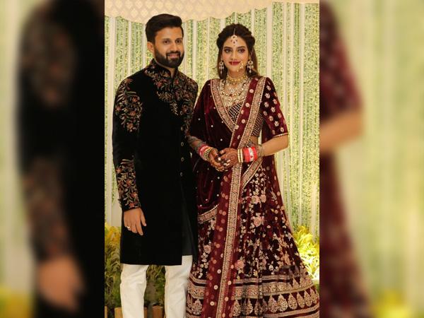 Нусрат Джахан засліплює мідним винним макіяжем на своєму весільному прийомі