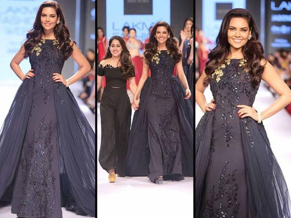 Esha Gupta met le feu à la rampe de la Lakme Fashion Week! Promenades pour Ridhi Mehra
