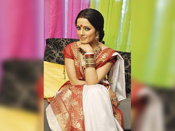 Bolly Durga Puja Motuhake: Te Tino Pono o te Bengali Tawhito 'Laal Paar Shada' Sari