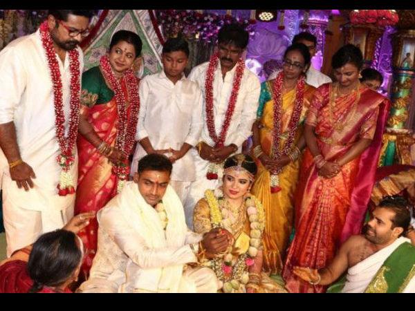 Кћи Раадхике Саратхкумар Раиане се удала за крикеташа Абхиманиу Митхуна у златној свиленој сарее