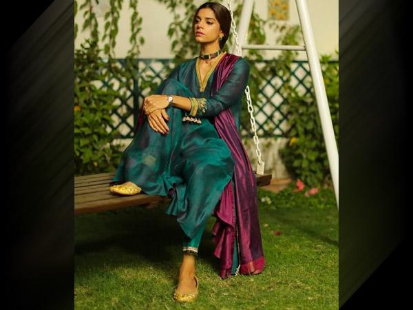 Zindagi Gulzara Hai aktrises Sanamas Zīdas 5 labākie šī musona tērpi