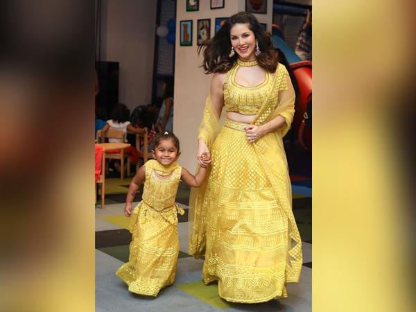 Diwali 2019: Sunny Leone a jej rodina nám poskytli ohromujúci rodinný okamih so svojimi žltými outfitmi