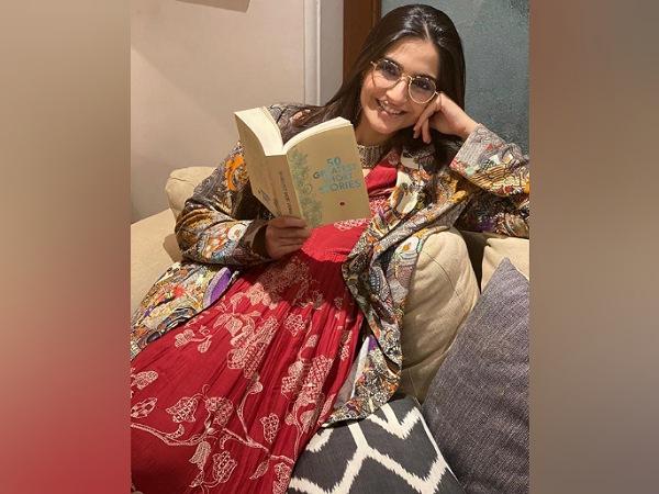 Від Овна до Риб: Вибір одягу за вашим знаком зодіаку, який носять актриси фільмів хінді
