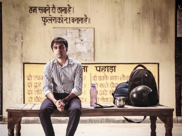 पंचायत ग्रामीण भारत के बारे में है, लेकिन जितेंद्र कुमार के कपड़े कॉर्पोरेट संस्कृति का प्रतिनिधित्व करते हैं