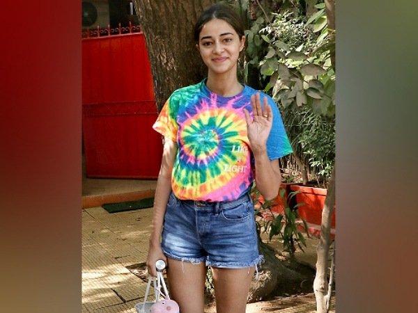Holi 2021: Ananya Panday, Janhvi Kapoor ή Tie-Dye Tee της Alia Bhatt θα μπορούσε να είναι το ιδανικό σας ρούχο φέτος