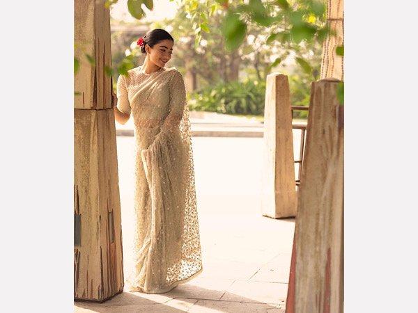 Сбогом актрисата Рашмика Мандана е визия в нейния сари поглед