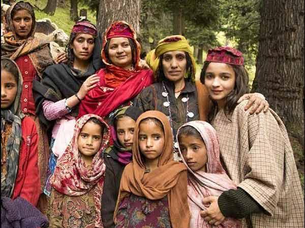 ဖက်ရှင်အိန္ဒိယပြည်နယ် - Himachal Pradesh နှင့်၎င်း၏ Gaudy ဖက်ရှင်