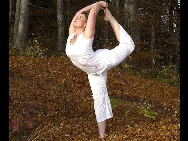 योगा छाती फ्याट घटाउन को लागी