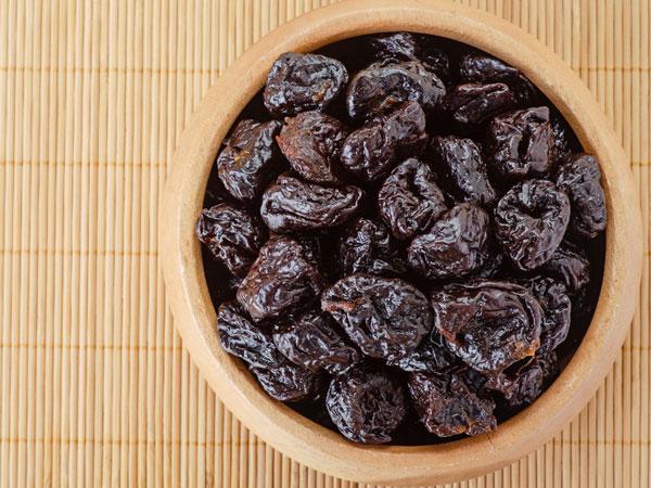 Суве шљиве: Нутритивне здравствене добробити и начини њиховог једења