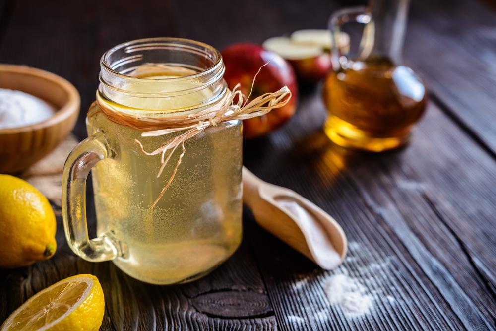 9 beneficis per a la salut del vinagre de poma, gingebre, mel i beguda de cúrcuma