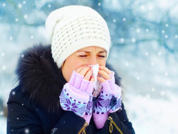 शीतकालीन एलर्जी: कारण, लक्षण, उपचार और उन्हें कैसे रोकें