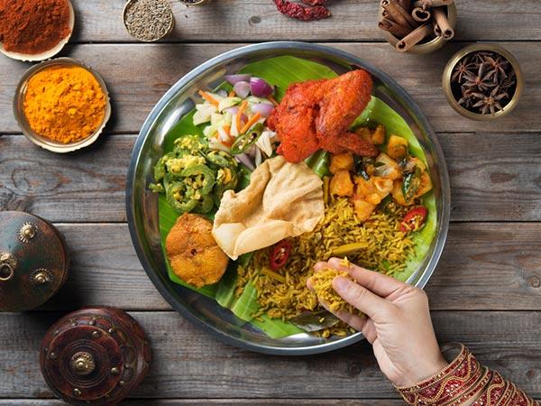 Zakaj ljudje jedo z rokami v južni Indiji