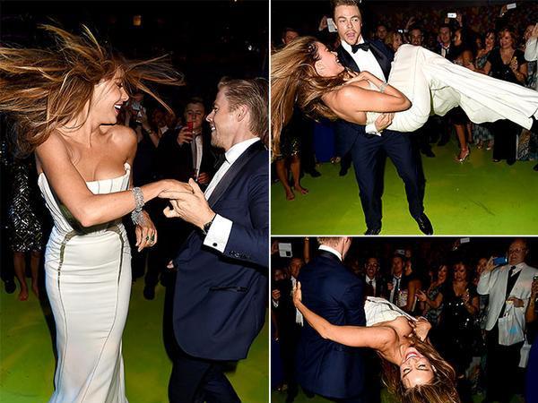 უი! Sofia Vergara's Embarrasing Nip Slip At Emmy's