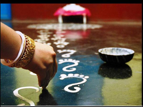 Nga tikanga e hono ana ki a Kojagari Lakshmi Puja